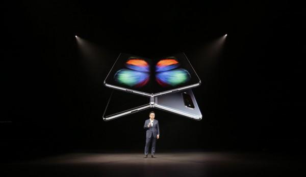 Samsung отменила старт продаж Galaxy Fold