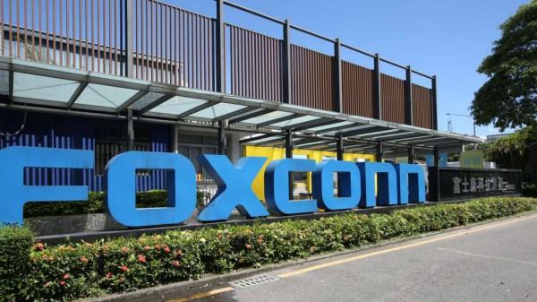 Foxconn экстренно нанимает 50 000  человек