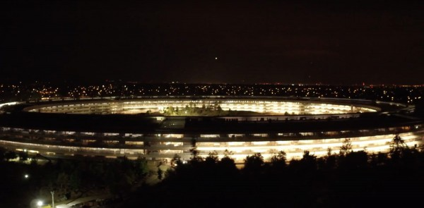 apple-park-night-600x295
