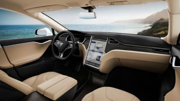 Apple переманила дизайнера из Tesla